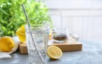 hạt chia pha nước chanh uống giảm cân