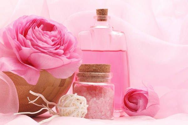Hoa hồng là nguyên liệu đồng hành trong suốt lịch sử làm đẹp của phụ nữ trên toàn thế giới