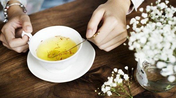 Cách dùng nhụy hoa nghệ tây với chà