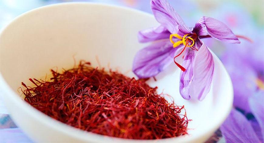 nhung-ai-khong-nen-dung-saffron-nhuy-hoa-nghe-tay-2