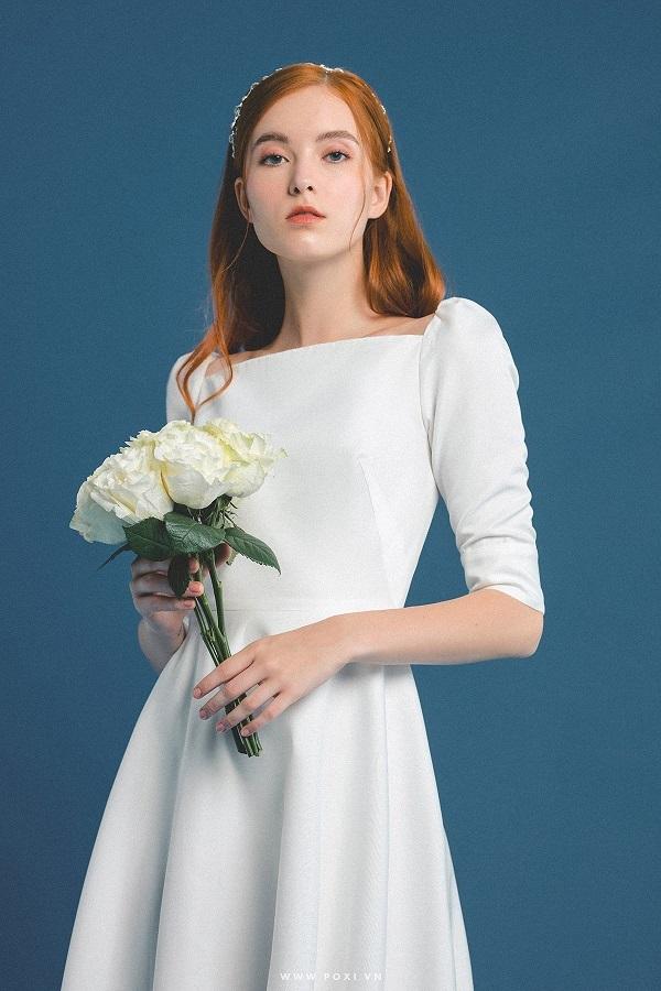 Váy cưới đẹp tại tphcm kết hợp với mẫu hoa nhẹ nhàng